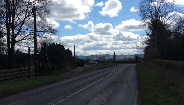 Approaching the drive from Kinnersley village